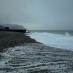 雨の須沢海岸