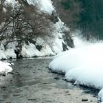 雪の小滝川
