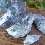 黒翡翠原石