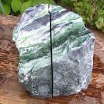 黒翡翠原石 流水紋
