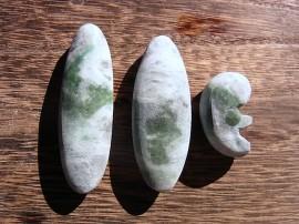 勾玉 対種 翡翠