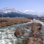 根知川と雨飾山