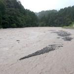 小滝川の濁流 ポポさん前