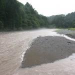 小滝川の濁流