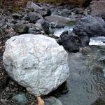 河原の翡翠原石