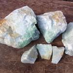 翡翠原石 白と緑