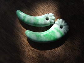 牙形勾玉 翡翠