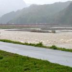 姫川の濁流 大野