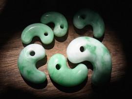 勾玉 緑翡翠