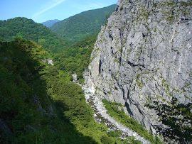 小滝川ヒスイ峡と明星山遠望