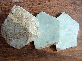 翡翠原石 薄緑