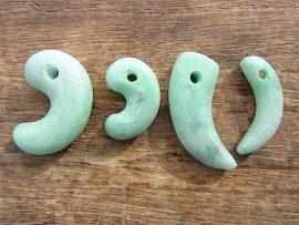 勾玉 上質緑翡翠
