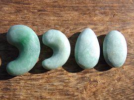 勾玉 垂飾 緑翡翠