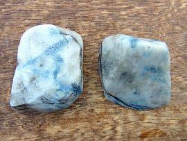 翡翠原石 入りコン沢の青