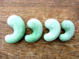 勾玉 大所川の緑翡翠