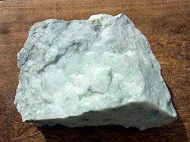 翡翠原石 薄緑 姫川