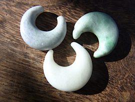 三日月形垂飾 糸魚川翡翠