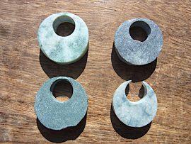 三日月形垂飾 翠、黒、青翡翠