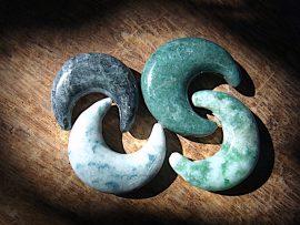 三日月形垂飾 緑、黒、青