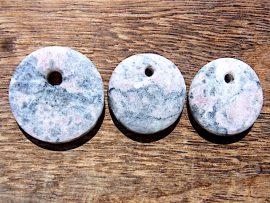 円形垂飾 桃簾石