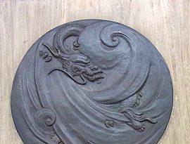 龍の飾り物