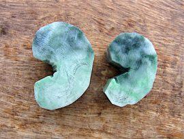 勾玉 圧砕緑翡翠