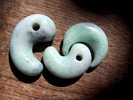勾玉 三日月形垂飾 緑翡翠