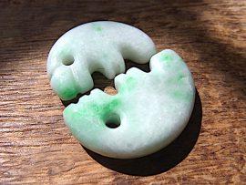 獣型勾玉 上質薄緑翡翠