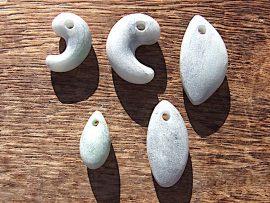 翡翠加工・勾玉と垂飾 483-4 成形